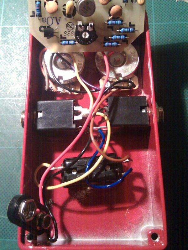 wiring old style mxr pedals for true bypass stinkfoot se start by identifying the inputs outputs the input jack will have two wires on the same er tab one leading to the circuit and another to the switch